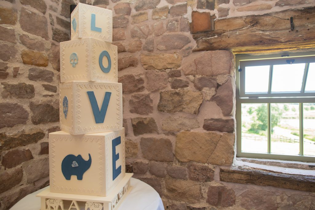 wedding cake at The Ashes