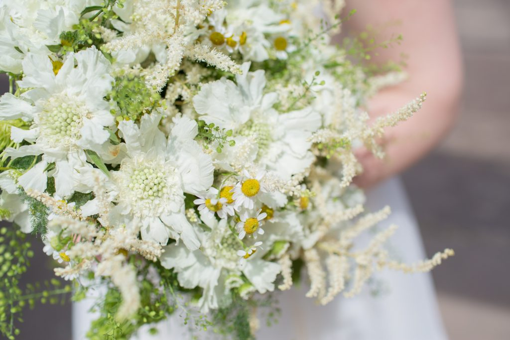 brides bouquet with daisy