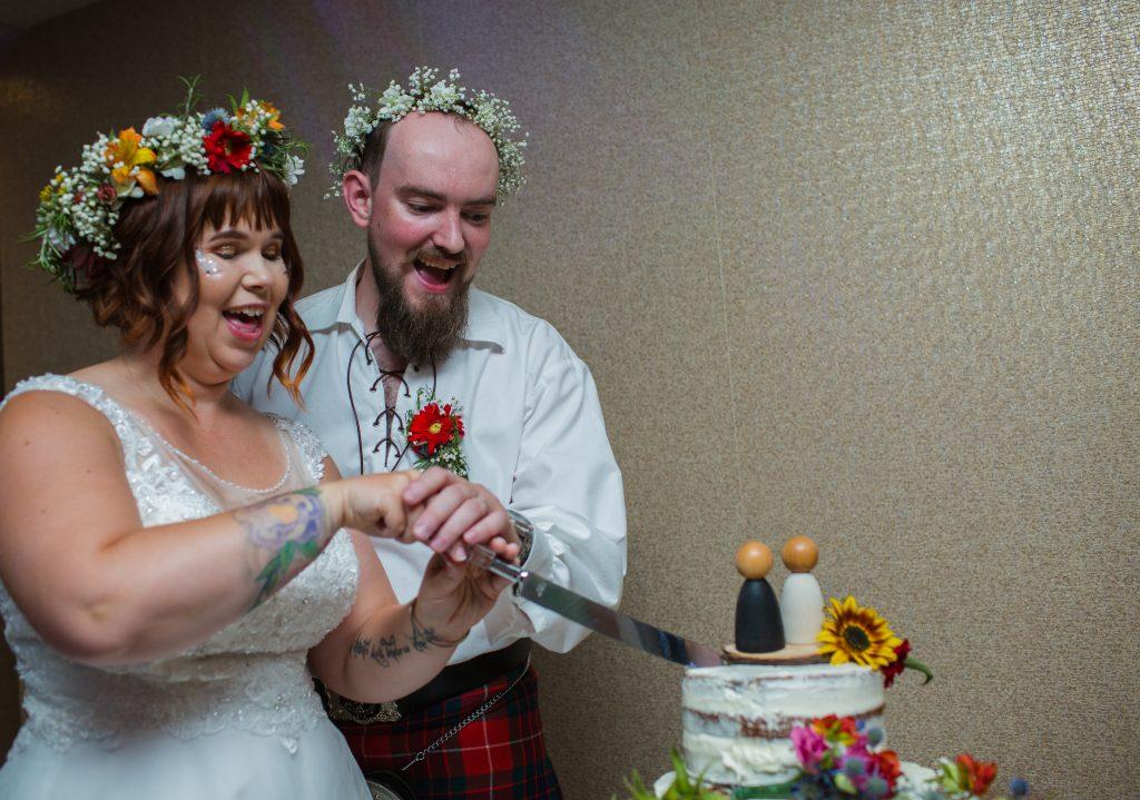 newly weds cutting wedding cake